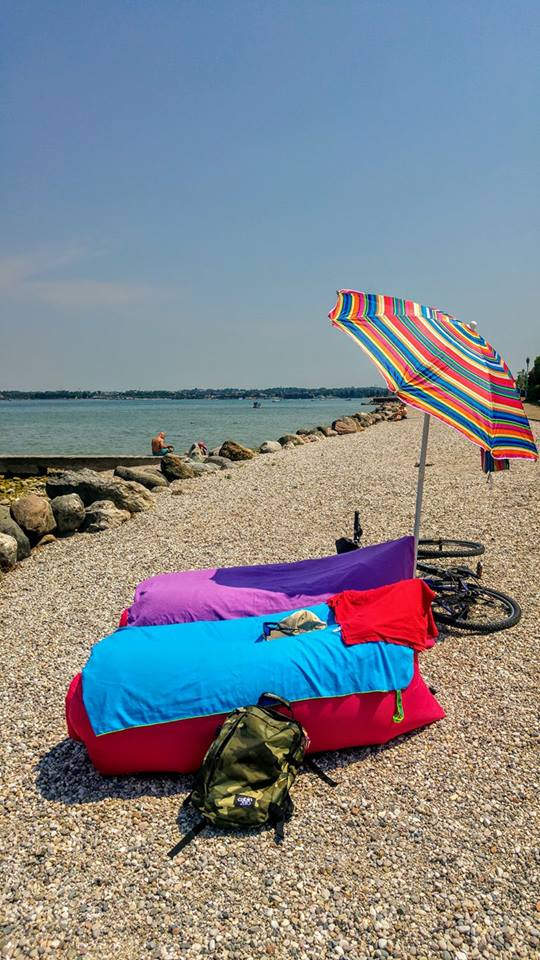 Beach umbrella, beach supplies, what to carry to the beach