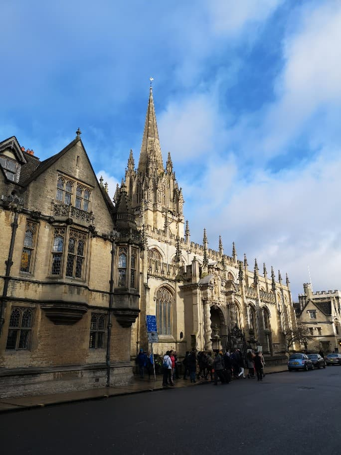 A street in Oxford, known for its gothic spires and cream coloured sandstone building rich with history and well-known writers.