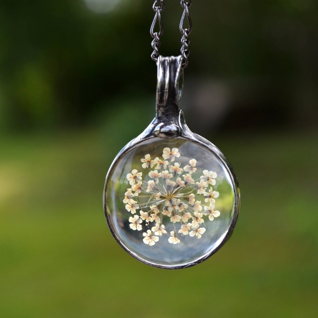 A flower pendant perfect for4 the special mother in your life.